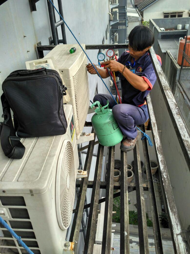 Jasa Service AC Pondok Kelapa Jakarta Hubungi 08979012689